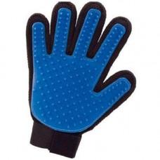 Перчатка для вычесывания шерсти True Touch Спартак Черно-синяя